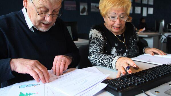 Пенсионеры проходят обучение. Архивное фото
