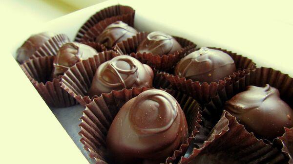 Конфеты из темного шоколада