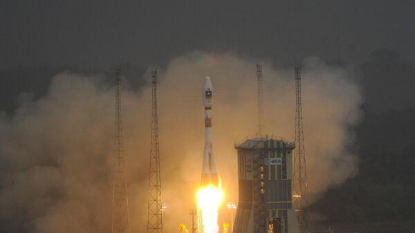 Российская ракета-носитель Союз-СТ со спутниками европейской навигационной системы Galileo запущен на космодроме Куру