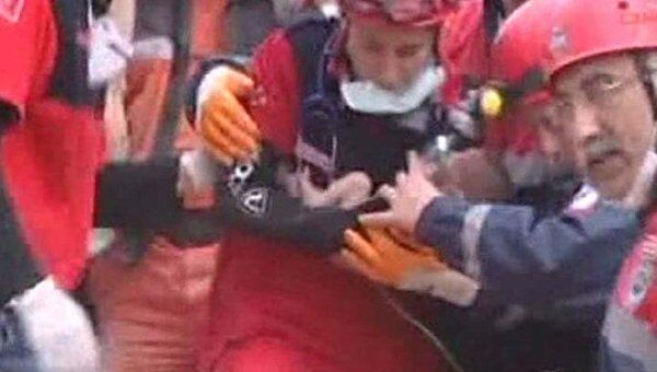 Двухнедельная девочка провела под завалами бетона и железа 47 часов