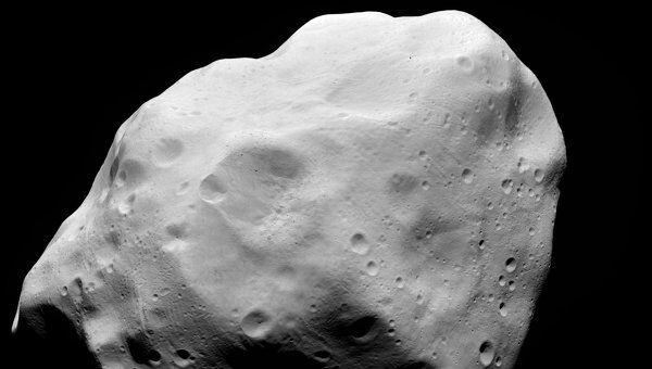 """Снимок астероида Лютеция, полученный аппаратом """"Розетта"""" в июле 2010 года"""