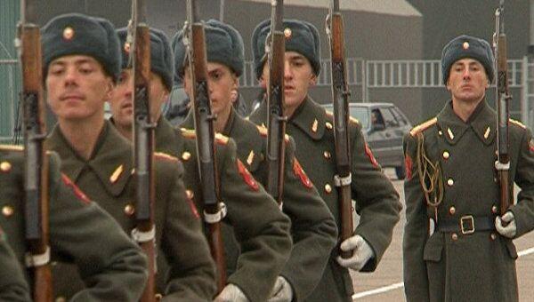 Солдаты с трехлинейками и ППШ готовятся к 70-летию парада 1941 года