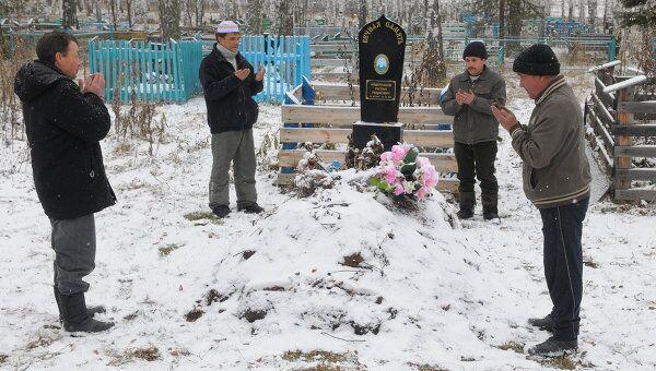 Эксгумация тела солдата-срочника Руслана Айдерханова