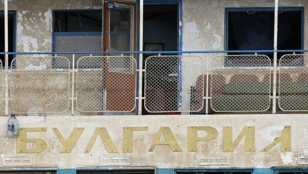 Теплоход Булгария отбуксирован к берегу