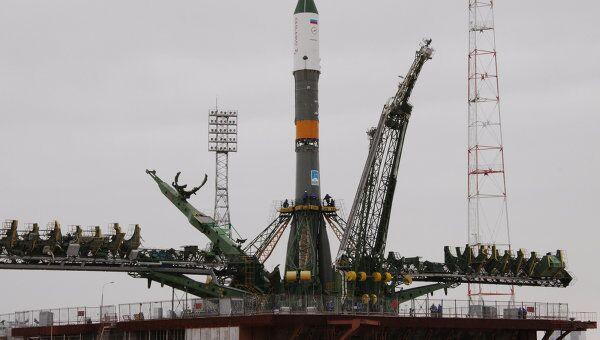 Вывоз и установка на стартовый комплекс ракеты Прогресс-М13