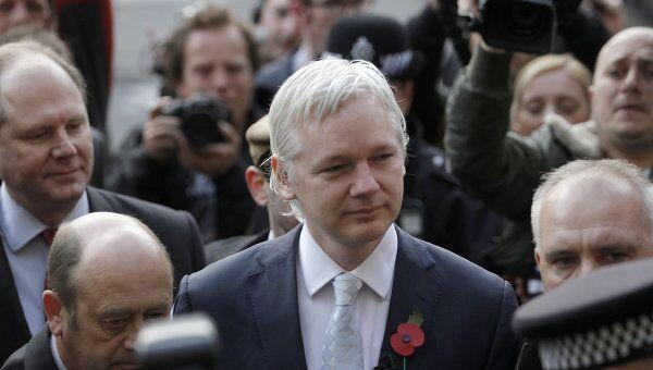 Джулиан Ассанж прибыл в Высокий суд Лондона