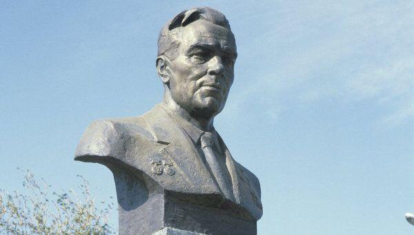 Памятник академику Михаилу Янгелю