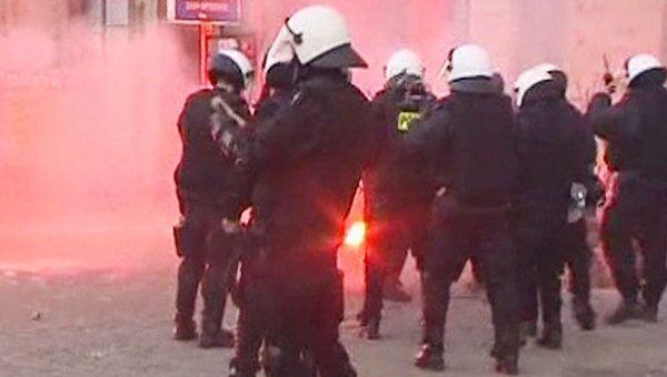 Демонстранты закидали полицейских петардами в День независимости Польши