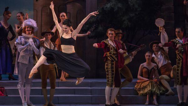 Сцена из балета Дон Кихот в Михайловском театре. Архивное фото