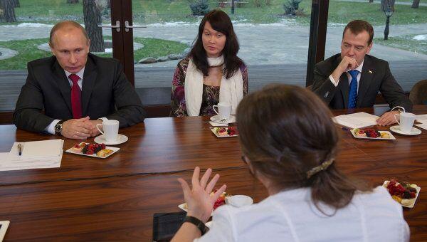 Встреча Д.Медведева и В.Путина с участницами Форума женщин