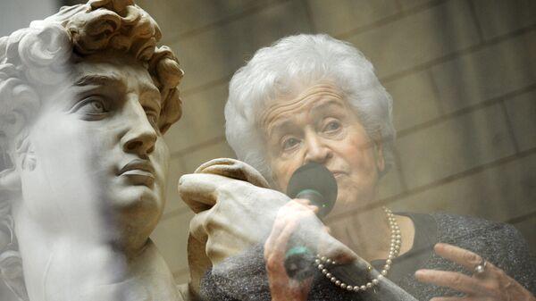 Директор ГМИИ имени А. С. Пушкина Ирина Антонова на открытии выставки работ итальянского художника Микеланджело да Караваджо