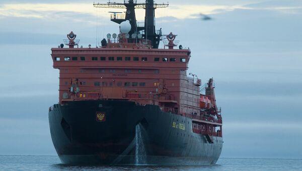 Атомный ледокол 50 лет Победы в порту Певек на Чукотке. Архивное фото