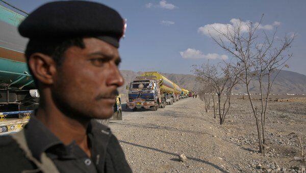 Власти Пакистана закрыли северный маршрут доставки грузов для войск НАТО в Афганистане - через Хайберский проход и пограничный пост Торхам