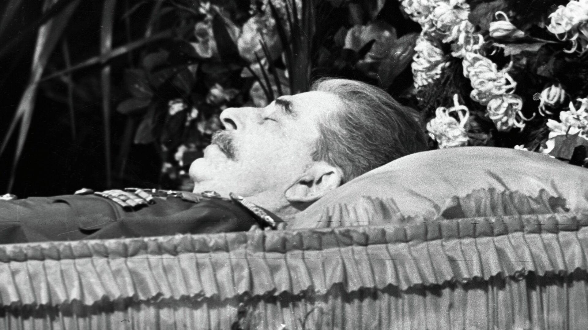 Иосиф Виссарионович Сталин в гробу - РИА Новости, 1920, 09.03.2021