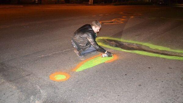 Активисты движения Дороги Томска раскрасили края ям на дорогах города в желтый цвет