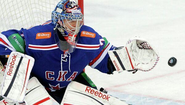 Вратарь СКА Сергей Бобровский в матче регулярного сезона Континентальной хоккейной лиги
