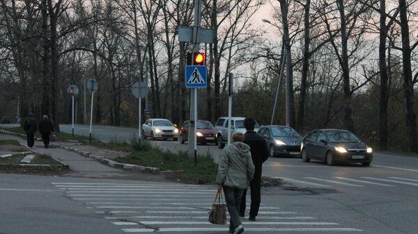 Беспечные пешеходы в Москве: как в столице привыкли переходить дорогу