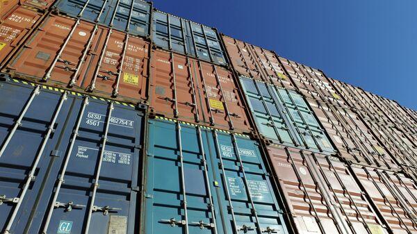 Контейнеры на международном грузовом терминале
