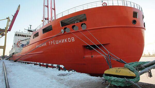 Подготовка научно-экспедиционного судна Академик Трешников к первому рейсу