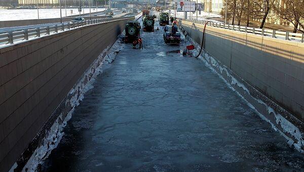 Прорыв холодной воды на Адмиралтейской набережной