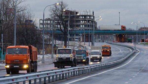 Автомобили на трассе-дублере Дмитровского шоссе