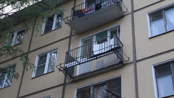 Обрушение части конструкций балкона в Красногвардейском районе Санкт-Петербурга