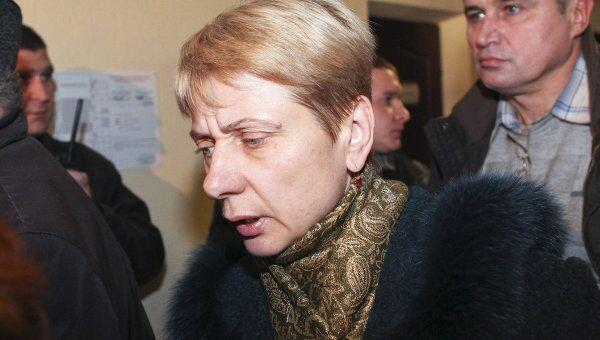 Любовь Ковалева, мать одного из обвиняемых, покидает зал Верховного суда в Минске в перерыве оглашения приговора.