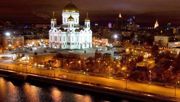 Вид на ночную Москву с крыши Дома на набережной