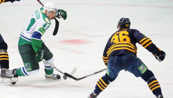 Игровой момент матча Атлант - Салават Юлаев