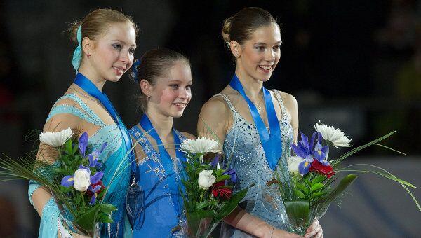 Полина Шелепень, Юлия Липницкая и Полина Коробейникова  (слева направо)