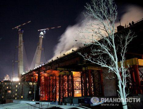Горит строящийся мост во Владивостоке