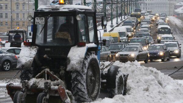 Движение автомобилей в центре Москвы. Архив