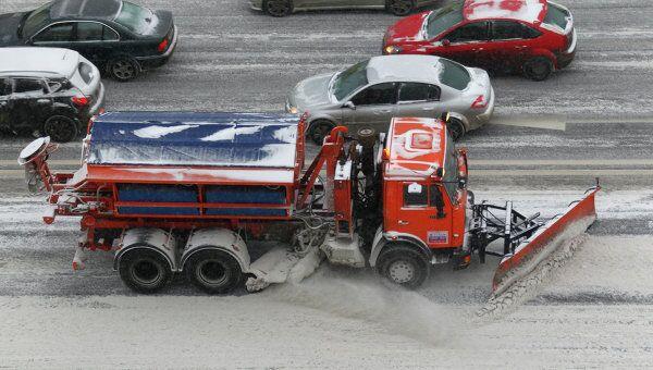 Ликвидация последствий снегопада на улицах Москвы