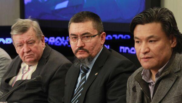 Юрий Голубчиков, Александр Собянин (в центре), Кубатбек Рахимов на онлайн-конференции