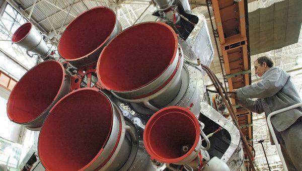 Сборка ракеты-носителя Союз-2. Архивное фото