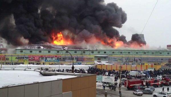 Пожар у рынка Таганский ряд в Екатеринбурге. Видео очевидца