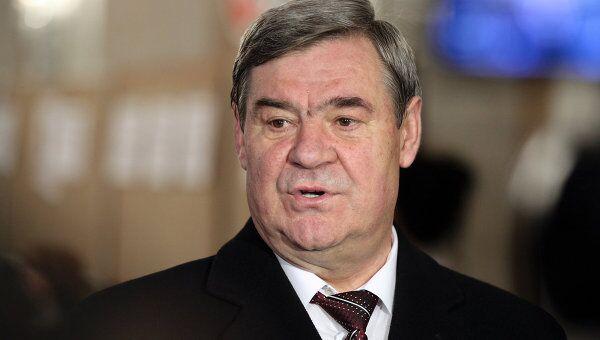 Кандидат в президенты Приднестровья, председатель местного парламента Анатолий Каминский на одном из избирательных участков во время выборов главы Приднестровья