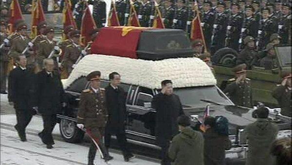 Десятки тысяч человек проводили в последний путь Ким Чен Ира