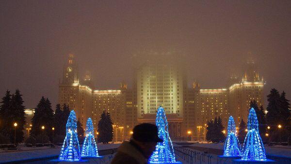 Вид на главное здание МГУ на Воробьевых горах. Архив
