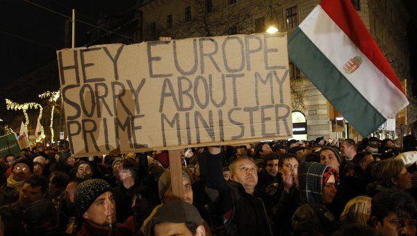 Митинг против новой конституции собрал в Будапеште 30 тыс человек