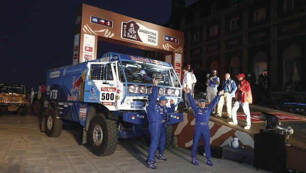 Экипаж Эдуарда Николаева на старте Дакара-2012
