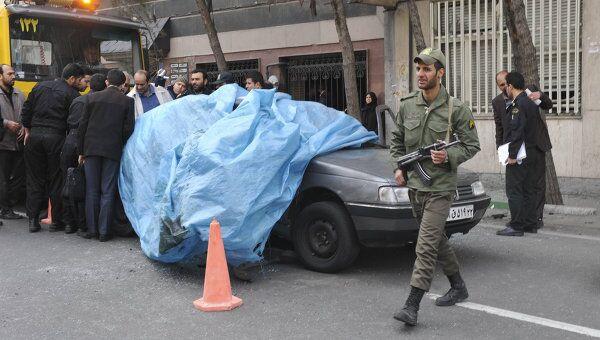 Последствия взрыва заминированного автомобиля преподавателя Политехнического университета Мустафа Ахмади Рошан в Тегеране