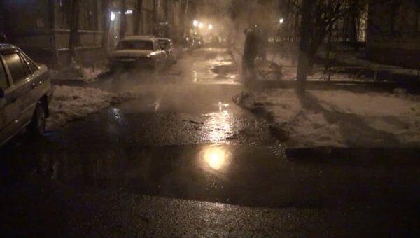 Несколько домов обесточено из-за прорыва трубы на севере Москвы