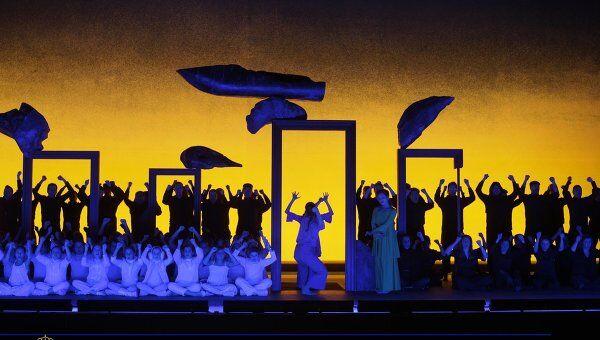 Питер Селларс включил камбоджийские танцы в постановку Персефоны