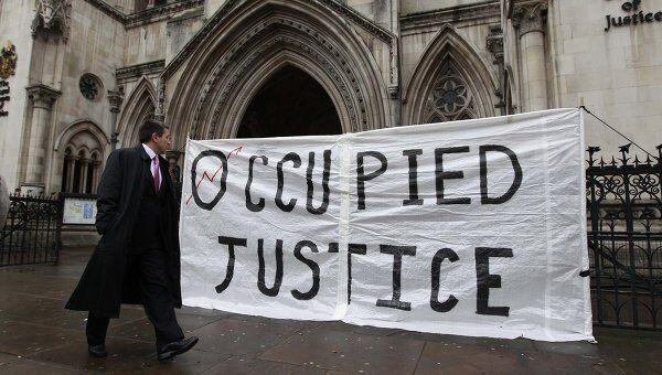 Лагерь протестующих на площади у собора Святого Павла в Лондоне