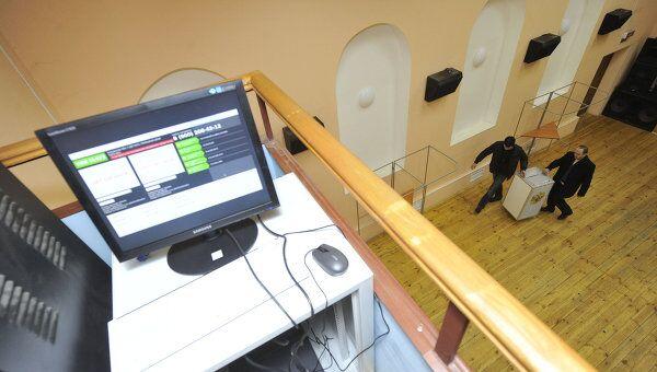 Монтаж комплекса видеонаблюдения на избирательном участке. Архив