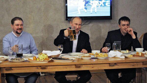 Премьер-министр РФ В.Путин провел неформальную встречу с футбольными болельщиками