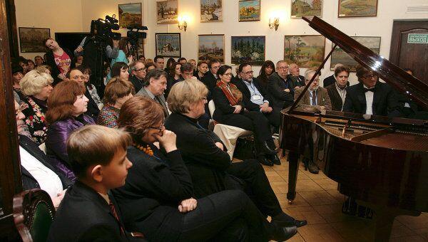 Фирма Мелодия представила в Москве Антологию фортепианной музыки