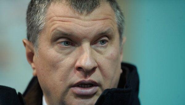Газпром и Роснефть выполнят свои кредитные обязательства перед зарубежными кредиторами при любой цене на нефть на мировом рынке, заявил в воскресенье журналистам вице-премьер правительства РФ Игорь Сечин