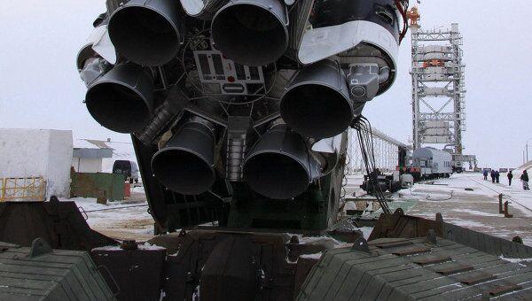 Подготовка к пуску ракеты Протон-М со спутником SES-4 (NSS-14)